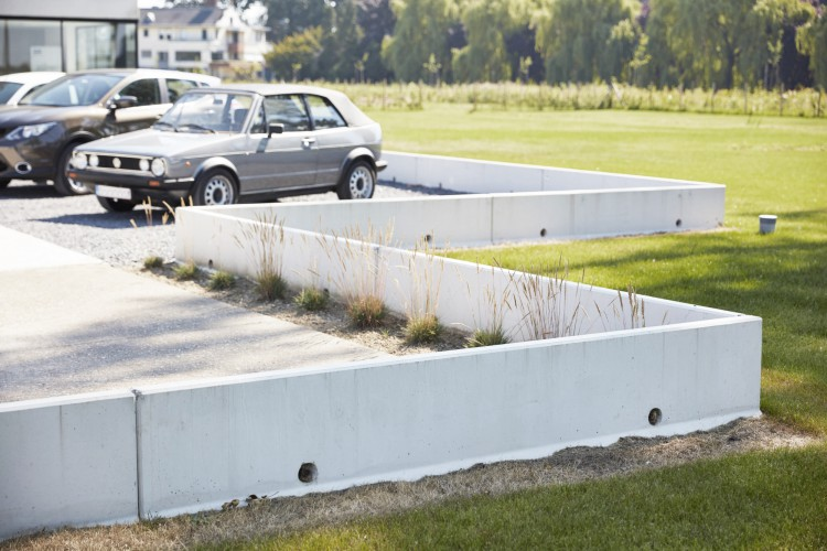 L-shaped retaining walls