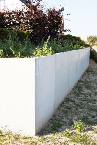 L-shaped retaining walls